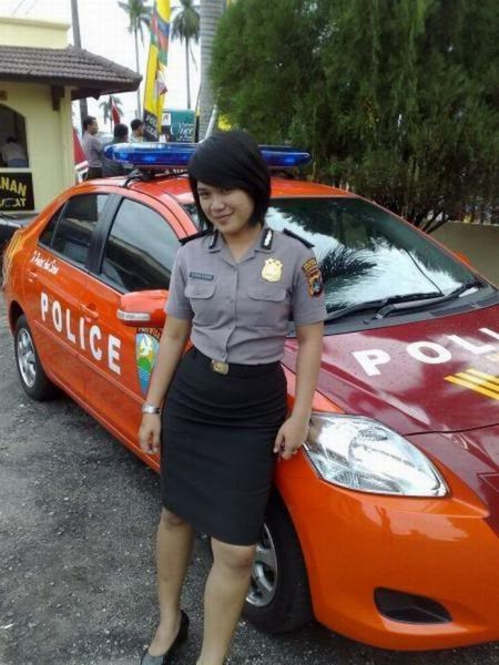 Girls_in_police_forces_032